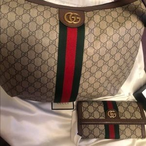 BRAND NEW GUCCI PURSE WITH WALLET 👛